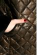 Пуховик женский с меховыми вставками на рукаве 127PZ18-270 коричнево-черный