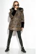 Пуховик женский с меховыми вставками на рукаве 127PZ18-270 светло-коричневый / черный