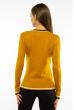 Пуловер женский с V-образным вырезом 618F402 горчичный
